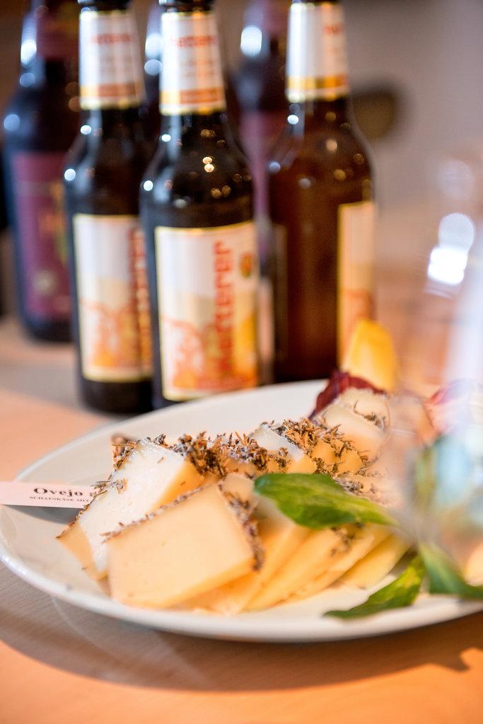 Bier & Käse im Schloßkeller / Fotografie für Social Media & Werbung